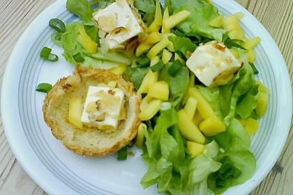Blattsalat mit Mango und Schafskäse 48