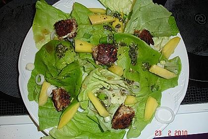 Blattsalat mit Mango und Schafskäse 35