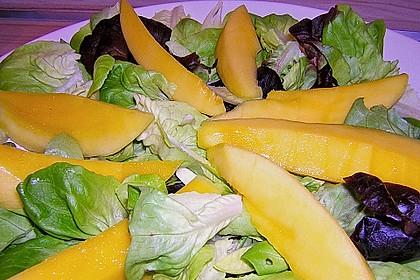 Blattsalat mit Mango und Schafskäse 52