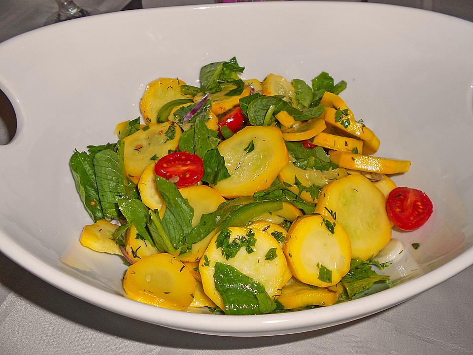 Griechischer salat zucchini