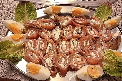 Lachsröllchen mit Frischkäsefüllung (Bild)