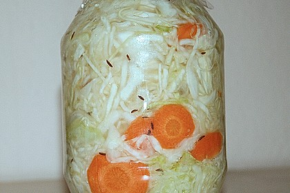 Sauerkraut in einem Glas selbst gemacht 31