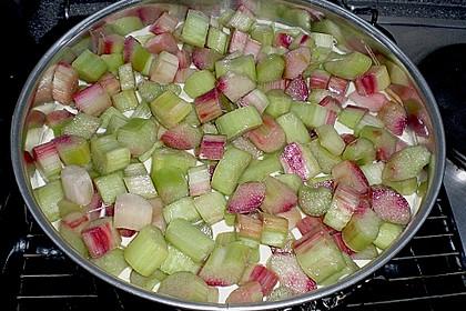Rhabarberkuchen mit Vanillecreme und Streusel 75