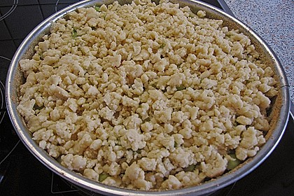 Rhabarberkuchen mit Vanillecreme und Streusel 85