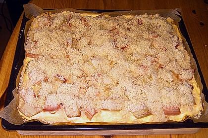 Rhabarberkuchen mit Vanillecreme und Streusel 182