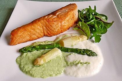Gebratener Lachs auf weißer und grüner Spargelsauce 0