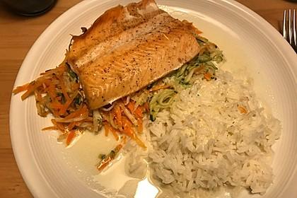 Lachs auf Gemüse aus dem Ofen