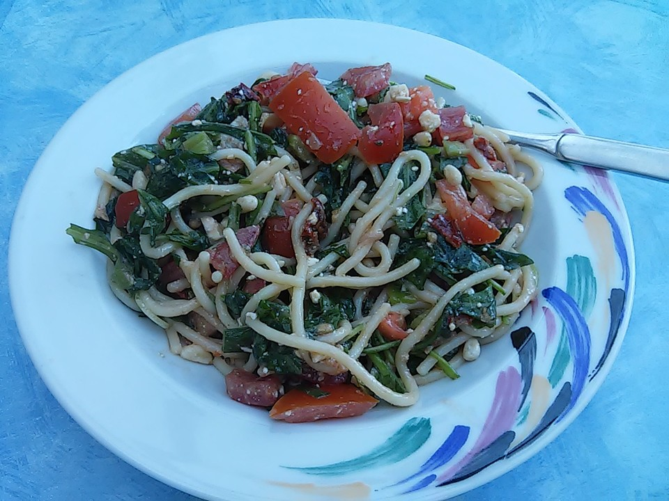 rucola spaghetti salat mit tomaten und schafsk se rezept mit bild. Black Bedroom Furniture Sets. Home Design Ideas