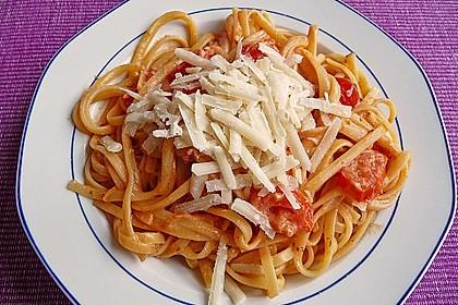 Nudeln mit frischer Tomaten-Sahne Sauce