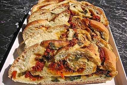 Tomaten-Knoblauch Basilikumbrot 2
