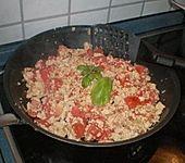 Gebratener Feldsalat mit Tomaten und Tofu (Bild)