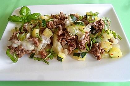 Hackfleisch-Zucchini-Pfanne mit Mozzarella
