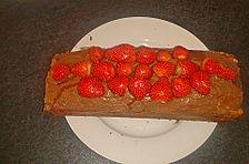 Marmorkuchen mit Vanillecreme und Erdbeeren