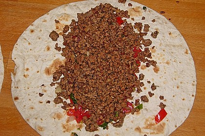 Tortillas mit Hackfleisch und Salsa Cruda