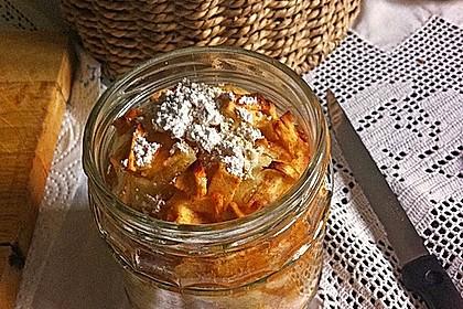 Apfelkuchen mit Schuss aus dem Glas