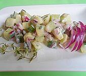 Feiner Gurkensalat mit Estragon-Joghurt-Dressing