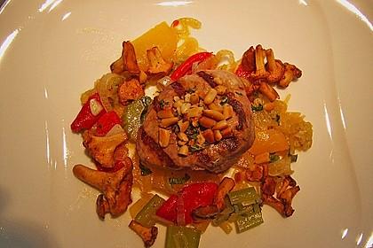 Schweinemedaillons mit Gemüse-Pfifferling-Salat