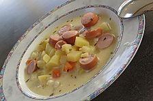 Kartoffelsuppe mit Schmand und Käse