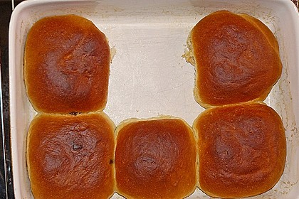 Buchteln mit Marmeladenfüllung und Vanillesoße 6