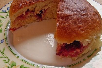 Buchteln mit Marmeladenfüllung und Vanillesoße 13