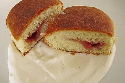 Buchteln mit Marmeladenfüllung und Vanillesoße 8