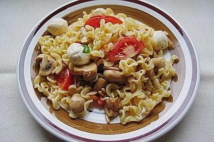 Lauwarmer Nudelsalat mit Mozzarella 1