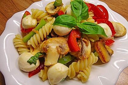 Lauwarmer Nudelsalat mit Mozzarella 3