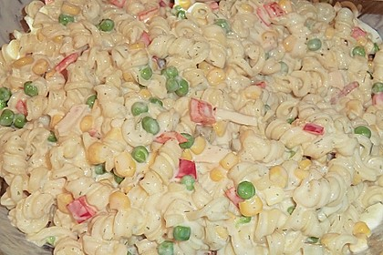 Bunter Nudelsalat grün-rot-gelb 6