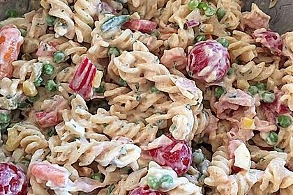 Bunter Nudelsalat grün-rot-gelb 0