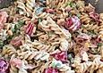 Bunter Nudelsalat grün-rot-gelb