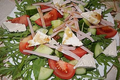 Rucolaplatte mit Tomaten und Gurken mit Balsamicodressing 2