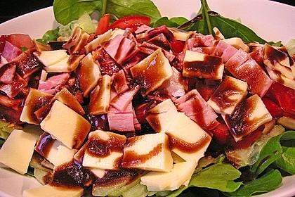 Rucolaplatte mit Tomaten und Gurken mit Balsamicodressing 1