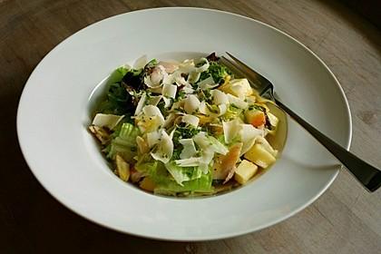 Schneller Salat mit Forelle und Apfel