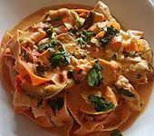 Zucchini-Karotten-Bandnudeln mit Hähnchen und Tomate