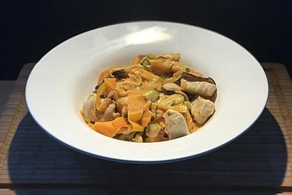Zucchini-Karotten-Bandnudeln mit Hähnchen und Tomate 5