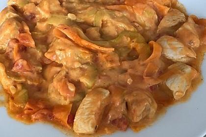 Zucchini-Karotten-Bandnudeln mit Hähnchen und Tomate 51
