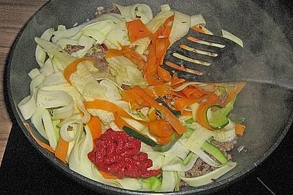 Zucchini-Karotten-Bandnudeln mit Hähnchen und Tomate 34