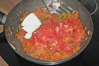 Zucchini-Karotten-Bandnudeln mit Hähnchen und Tomate 43