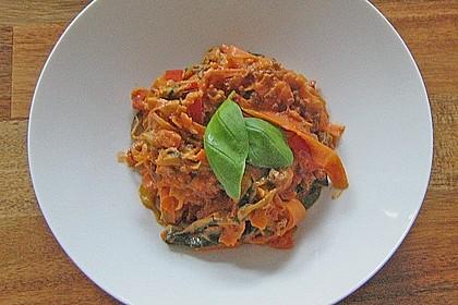 Zucchini-Karotten-Bandnudeln mit Hähnchen und Tomate 16