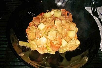 Zucchini-Karotten-Bandnudeln mit Hähnchen und Tomate 41