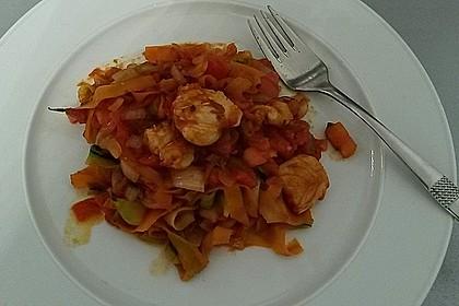 Zucchini-Karotten-Bandnudeln mit Hähnchen und Tomate 37