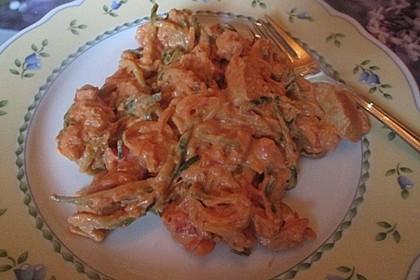 Zucchini-Karotten-Bandnudeln mit Hähnchen und Tomate 56