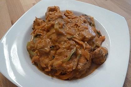Zucchini-Karotten-Bandnudeln mit Hähnchen und Tomate 61