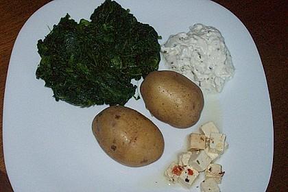 Pellkartoffeln mit Spinat, Quark und eingelegtem Schafskäse