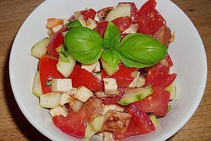 Italienischer Tomaten-Brotsalat mit Mozzarella