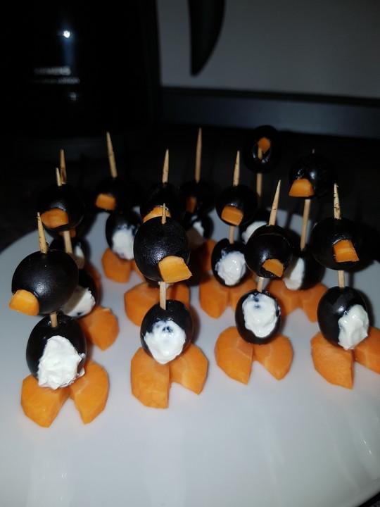 Kleine pinguine mit traubenfrack und karottenf chen von for Alpina ka chen und badfarbe