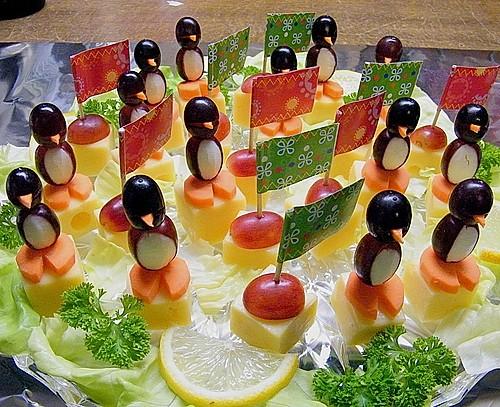 Kleine pinguine mit traubenfrack und karottenf chen 3 for Alpina ka chen und badfarbe