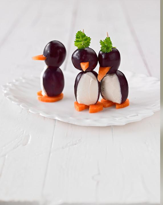 Kleine pinguine mit traubenfrack und karottenf chen for Alpina ka chen und badfarbe