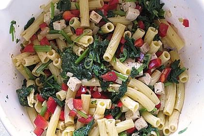 Nudelsalat mit Räuchertofu, Spinat und Paprika 1