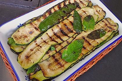 Gegrillte Zucchini mit Minze